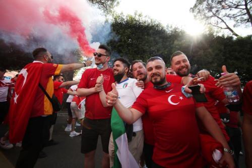 Para pendukung Timnas Italia dan Turki hadir di laga pembuka Piala Eropa 2020