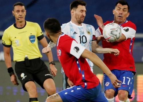 Lionel Messi vs Cile (Foto: Reuters)