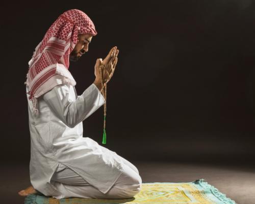Ilustrasi Jumat sore bakda Ashar waktu mustajab berdoa. (Foto: Freepik)