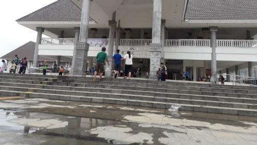 Masjid KH Hasyim Asy'ari.