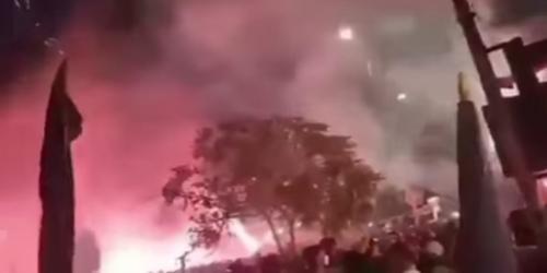 Bonek di Stadion Gelora 10 November (Foto: Video dari salah satu akun di facebook)