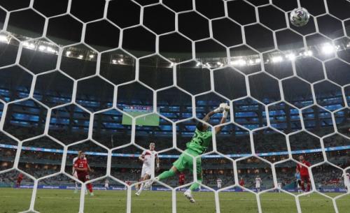 Xherdan Shaqiri Gemilang, Swiss Hantam Turki 3-1