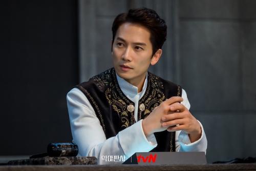 Ji Sung di The Devil Judge