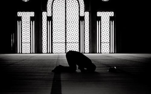 Sholat Tahajud. (Foto: Shutterstock)