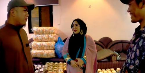 Viral Risma TKW sukses di Makkah. (Foto: YouTube Faiz Slamet)