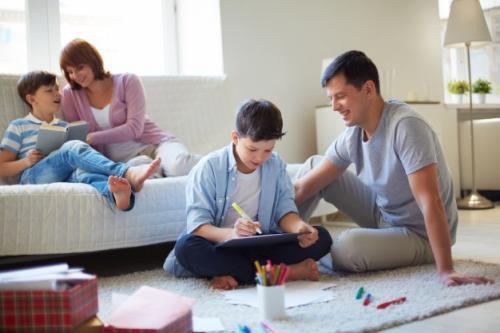 Ilustrasi aktivitas seru bareng anak di rumah saja selama PPKM Darurat. (Foto: Freepik)