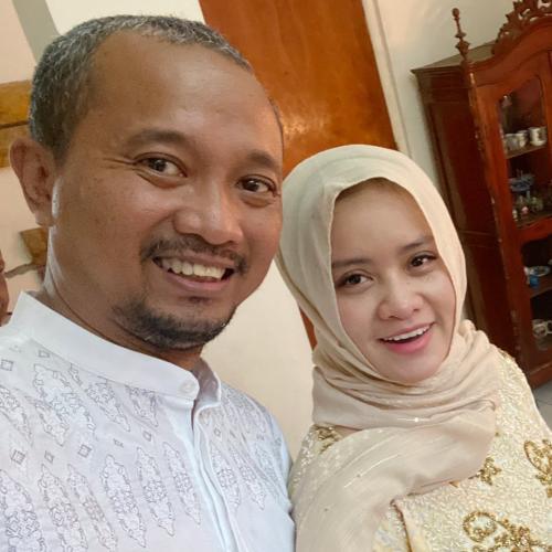 Fitra Eri dan Istri