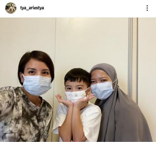 Tya Ariestya, anak, dan pengasuh anaknya dinyatakan positif COVID-19. (Foto: Instagram/@tya_ariestya)