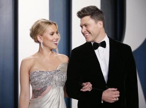 Scarlett Johansson dan Colin Jost. (Foto: Reuters)
