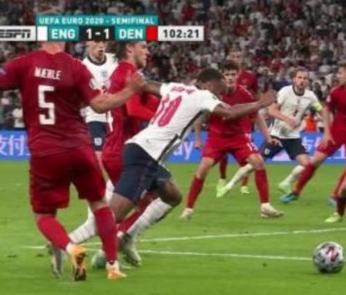 Momen Sterling dijatuhkan di laga Inggris vs Denmark