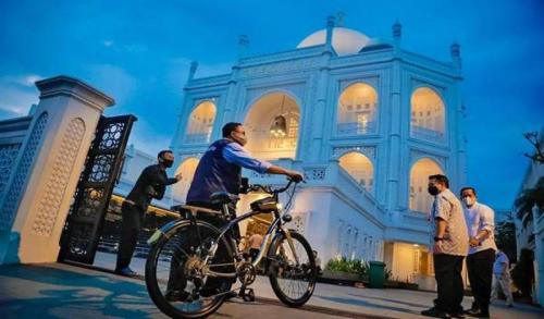 Ilustrasi destinasi wisata halal Masjid Ramlie Musofa di Sunter, Jakarta Utara. (Foto: Facebook Anies Baswedan)