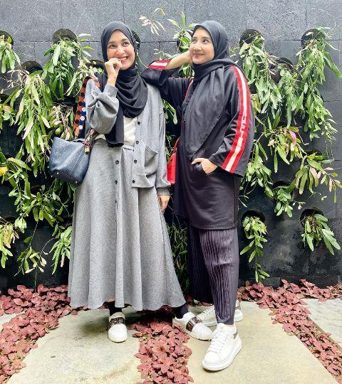 Shireen Sungkar dan Zaskia Sungkar. (Foto: Instagram @shireensungkar)
