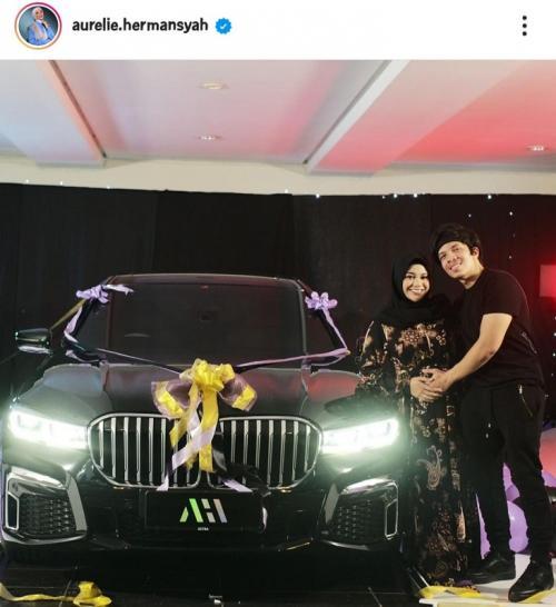 Aurel Hermansyah mendapat mobil BMW senilai Rp2 miliar di hari ulang tahunnya. (Foto: Instagram/@aurelie.hermansyah)