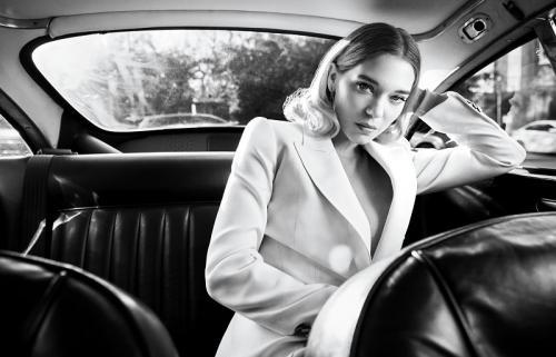 Lea Seydoux bisa saja absen dari Cannes akibat terinfeksi COVID-19. (Foto: Town & Country Magazine)