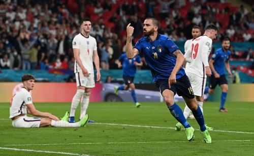 Leonardo Bonucci bobol gawang Inggris (Foto: Reuters)