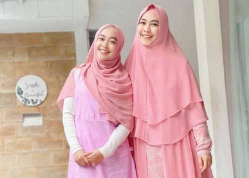 Oki Setiana Dewi mengaku, pernikahan Ria Ricis dipercepat dari jadwal semula. (Foto: Instagram/@okisetianadewi)