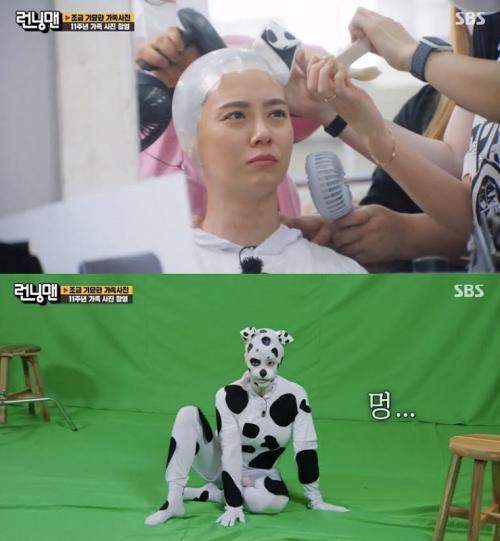Song Ji Hyo berperan sebagai anjing dalam foto keluarga Running Man. (Foto: SBS)