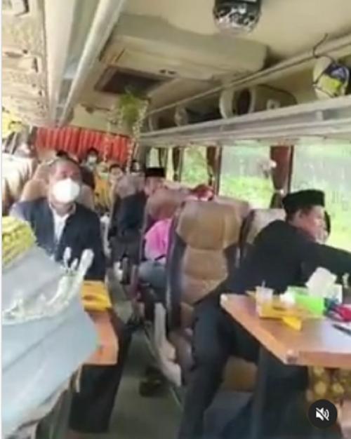 nikah di dalam bus