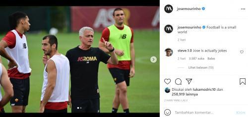 Aksi kocak Jose Mourinho