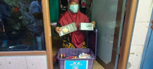 Panglima dan Kapolri bagikan paket bansos (Foto :MPI)