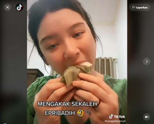 Viral Tiara Andini kegirangan makan kue nagasari. (Foto: TikTok @panggilakukrucil)