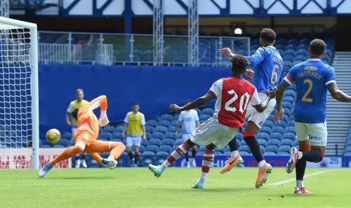 Nuno Tavares bobol gawang Glasgow Rangers (Foto: Twitter/@Arsenal)
