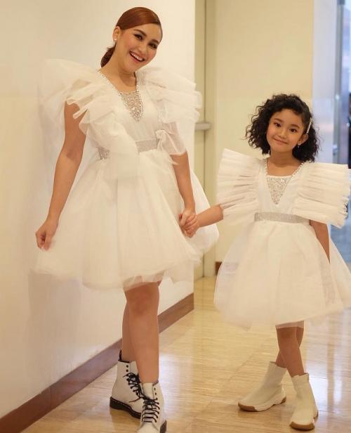 Ayu Ting Ting dan sang putri, Bilqis. (Foto: Instagram/@ayutingting92)