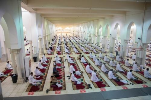Jamaah haji wukuf di Arafah. (Foto: Saudigazette)