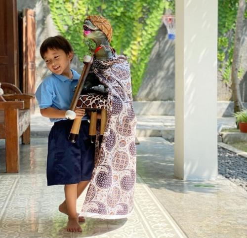 Anak ketiga Zaskia Adya Mecca lebih suka budaya lokal. (Foto: Instagram/@zaskiaadyamecca)
