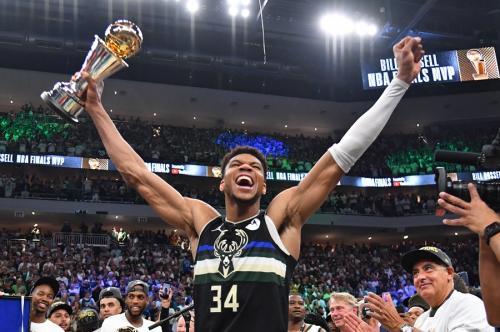 Giannis Antetokounmpo ukir prestasi bergengsi di NBA 2020-2021 (Foto: Reuters)