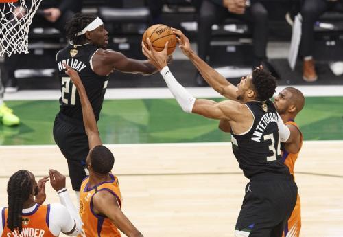 Milwaukee Bucs vs Phoenix Suns (Foto: Reuters)