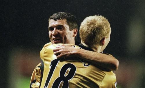 Roy Keane dan Paul Scholes (Foto: Sportskeeda)