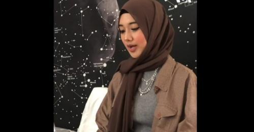 Alya Sarah Lawindo muslimah guru ngaji dan budaya Minang di Amerika Serikat. (Foto: VOA Indonesia)