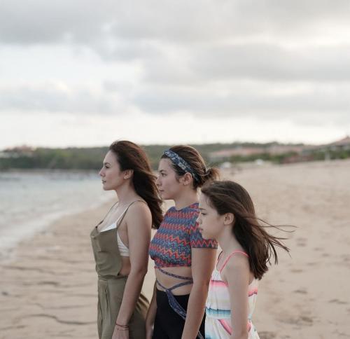 Wulan Guritno Foto Sejajar Bareng Kedua Putrinya, Netizen: Ibunya Selalu Dihati