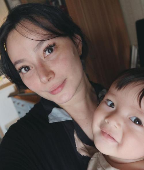 Foto Bareng Anak, Asmirandah Curhat Turun 15 Kg Usai Melahirkan