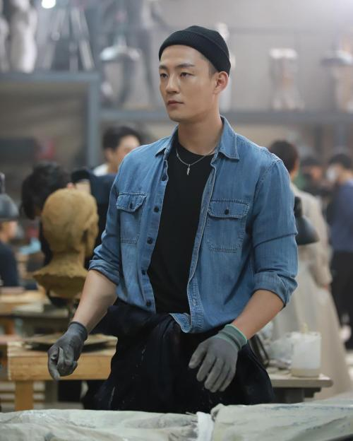 Kim Min Gwu bantah melanggar prokes COVID-19. (Foto: Instagram/@kimmingwi)