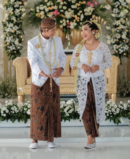 Eno Retra menikahi Mumuk Gomez di Kulon Progo, Yogyakarta, pada 25 Juli 2021. (Foto: Instagram/@enoretra)