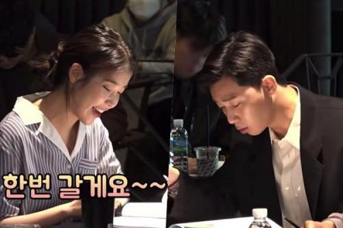 Park Seo Joon dan IU saat pembacaan skenario perdana film Dream. (Foto: Soompi)