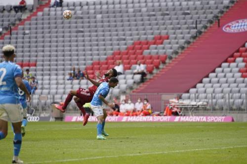 Suasana laga pramusim Bayern vs Napoli