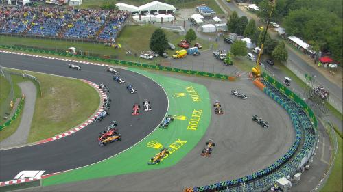 Tabrakan massal di tikungan pertama Sirkuit Hungaroring (Foto: Twitter/@F1)