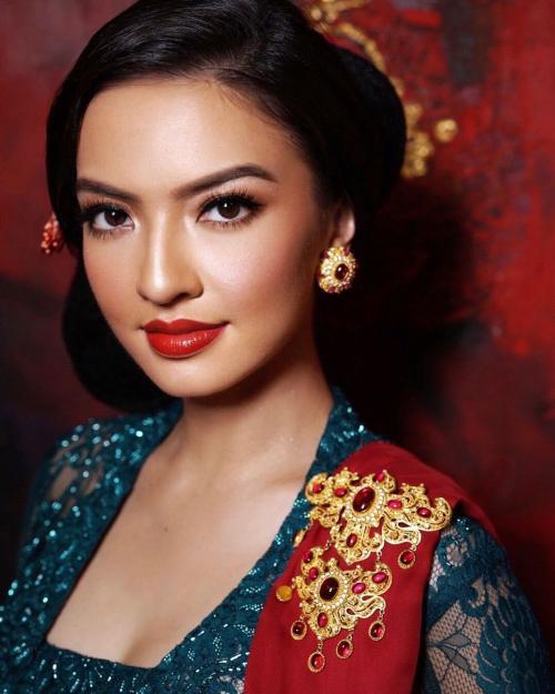 Gaya Makeup Raline Shah