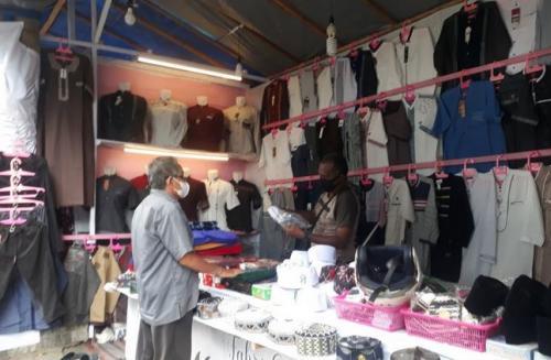 Pedagang Busana Muslim di Jalan Sis Aljufri