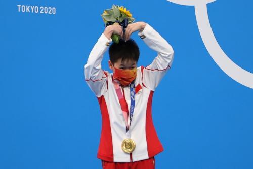 Quan Hongchan raih medali emas (Foto: Reuters)