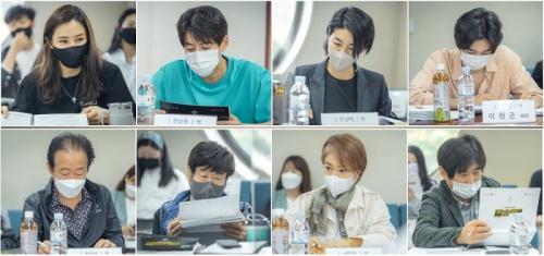Pembacaan skenario drama One the Woman. (Foto: SBS)