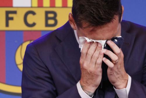 Lionel Messi menangis dalam konferensi pers (Foto: Reuters)