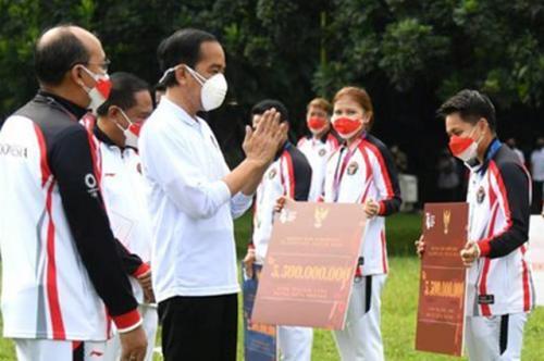 Greysia Polii/Apriyani Rahayu saat bertemu Presiden Joko Widodo