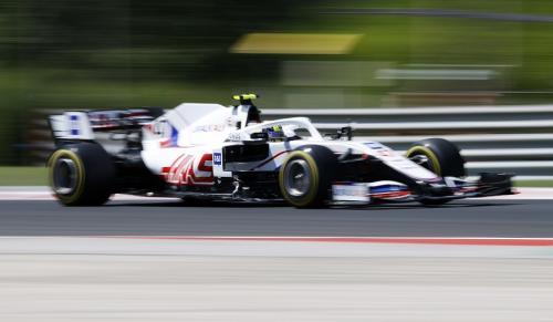 Mick Schumacher tampil makin bagus di F1 2021 (Foto: Reuters)