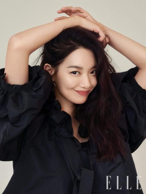 Shin Min Ah ungkap alasan mau membintangi Hometown Cha Cha Cha. (Foto: ELLE)