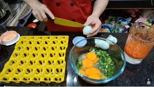 Resep telur dadar padang ala Chef Ade Koerniawan. (Foto: YouTube Ade Koerniawan)