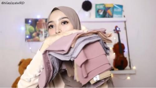 Ilustrasi jenis-jenis kain yang nyaman untuk hijab. (Foto: YouTube NiasiscaWRD)